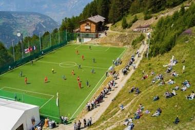 El estadio Ottmar Hitzfeld, en Gspon, Suiza, un pueblo en los Alpes, es considerado el campo de fútbol más alto de toda Europa