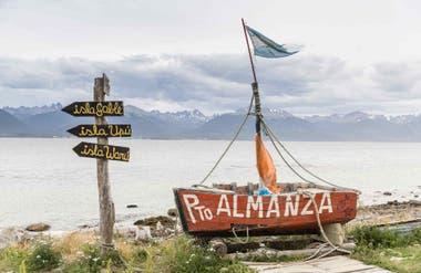 El pueblo de Almanza está ubicado a 75 kilómetros de Ushuaia y debido a la centolla, se hace algunos años se convirtió en una parada gastronómica obligada de la zona.