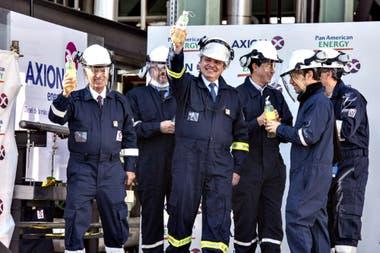 En plena crisis del coronavirus, Alberto Fernández inauguró una planta refinadora de Pan American Energy en Campana, junto a Marcos Bulgheroni