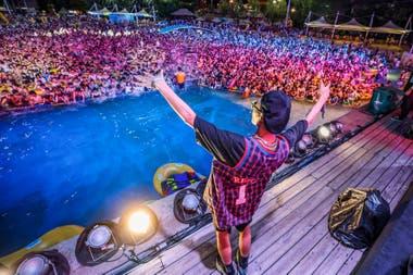 La megafiesta electrónica en el popular parque acuático de Wuhan Maya Beach, en el centro de China, el sábado pasado