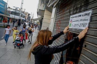 Una comerciante en su negocio del centro de San Martín