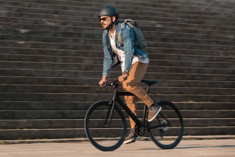 Unit 1 Faro: un casco inteligente para ciclistas con detección de caídas y ventilación interna