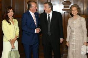 Cristina, los reyes de España, y Néstor Kirchner en 2004, en Rosario, durante el Congreso de la lengua