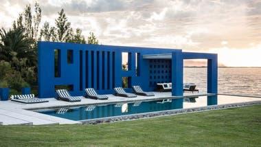 Una chacra en uruguay donde el agua es protagonista la for Casa minimalista uy