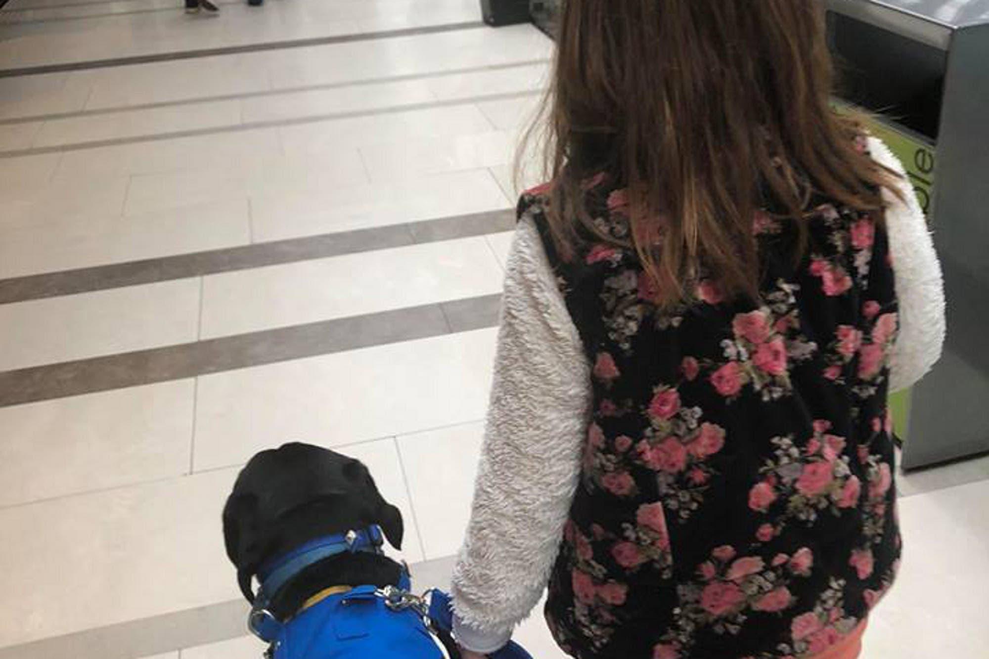 Discriminación en Palermo: echaron a una niña de un restaurante por entrar con su perro de asistencia