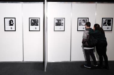 """La muestra fotográfica """"Universos literarios"""", en la que se exhiben retratos de treinta escritores argentinos vivos de distintas generaciones"""