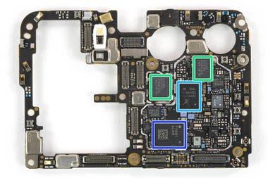 Componentes del Huawei P30 Pro: el chip de sintonización de radiofrecuencia y los procesadores de señales provenientes de la red celular