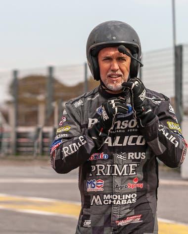 Acompañado por el piloto Manuel Urcera, se calzó el traje antiflama y participó de un programa de instrucción automovilística