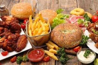 El colesterol está presente en los productos animales como en la carne roja y en los huevos