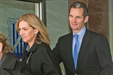 La infanta Cristina de Borbón y su marido, Iñaki Urdangarin, atravesaron sucesivos escándalos por corrupción y fueron expulsados de la familia real.