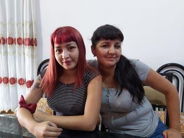 Priscila junto a su madre Sandra