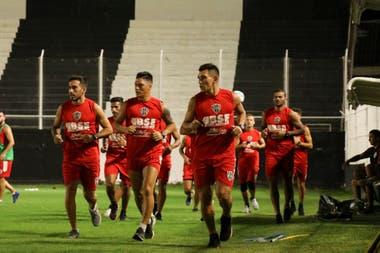 El equipo santiagueño se entrenó en el Terrera, donde caben casi 15.000 espectadores.
