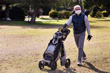 Práctica de golf con protocolo en el Club Privado El Ombú, de Ezeiza
