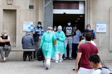 Trabajadores de la salud en un hospital en Lérida, España
