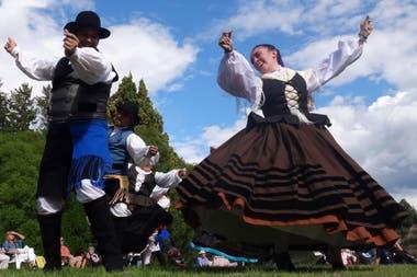 Los bailes típicos galeses, con vestuario tradicional
