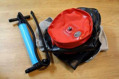 Las partes de la silla o el scooter eléctrico se pueden desinflar y desarmar para facilitar su traslado