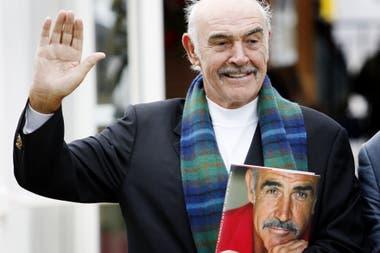 En 2008, Connery posó para los fotógrafos en la presentación de su libro Ser escocés en el Festival Internacional del Libro de Edimburgo. Juró no volver a residir en su país hasta que se independizara de Gran Bretaña