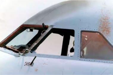 Así quedó la cabina del avión de British Airways