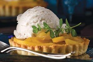 Minitartas de mango y helado de crema