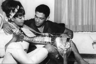 Elza Soares y Mané Garrincha, dos famosos en una relación que duró 15 años y fue muy criticada en el Brasil