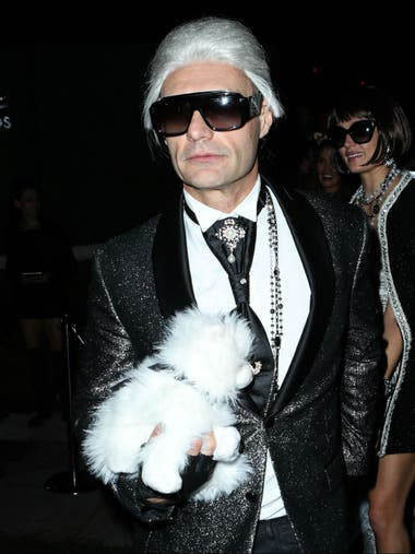 Ryan Seacrest, igualito a Karl Lagerfeld