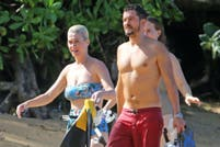 Katy Perry y Orlando Bloom pasean su amor en las playas de Hawaii