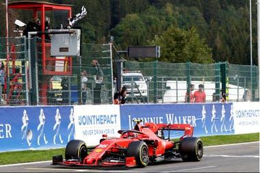 Charles Leclerc gana su primera carrera en la Fórmula 1, en un fin de semana de tristeza