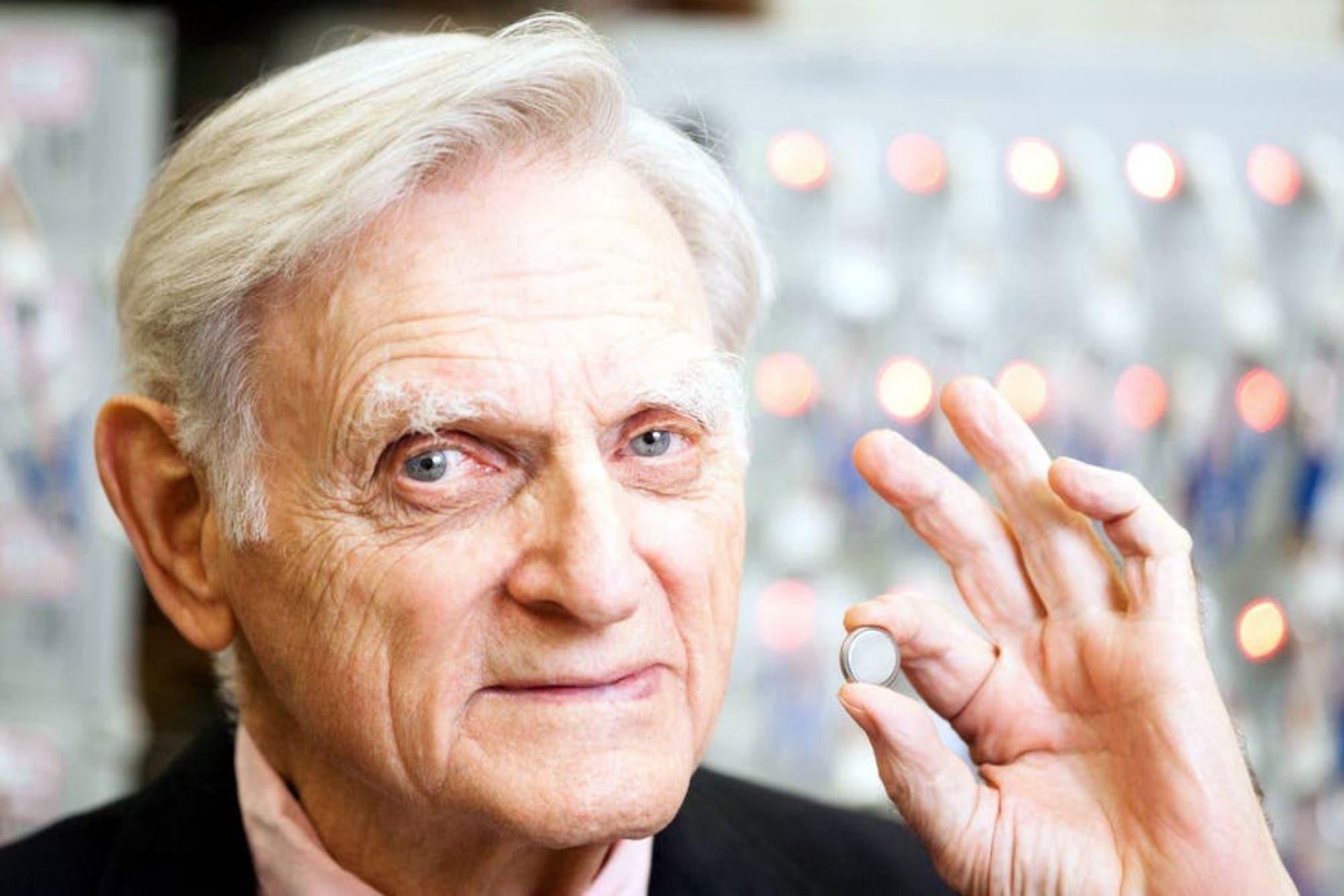 Habla el inventor de la batería que está en todos los celulares (aunque no tiene teléfono)