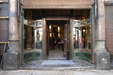 La confitería del Molino abrió en 1916 y cerró en 1997, pero en 2014 se transfirió al Congreso de la Nación y se comenzó a restaurar
