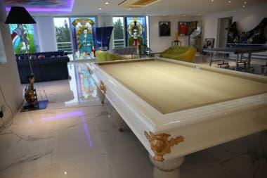 La mesa de pool del Museo Colección Gómez,con patas de cristal de murano, única en su tipo, que el empresario compró en Venecia