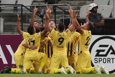 Los futbolistas de Guaraní y una ofrenda al cielo: eliminaron a Corinthians en San Pablo