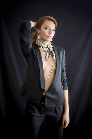 Blazer y pantalón negros de gabardina (Giesso)