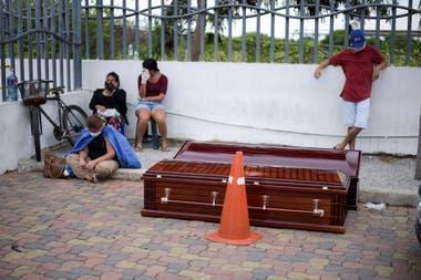 Los vecinos de Guayaquil y su penar por no poder darle sepultura a sus seres queridos muertos en medio de la pandemia por coronavirus