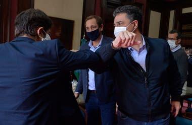 Los intendentes de Pro Jorge Macri y Julio Garro, en una reunión con Axel Kicillof