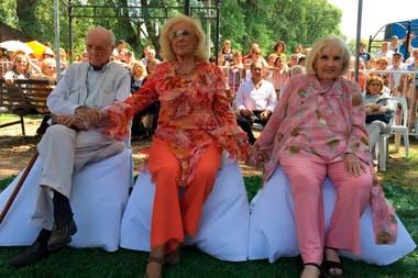 En una de sus últimas apariciones públicas, durante el homenaje que le rindieron a los tres hermanos en su Villa Cañás natal