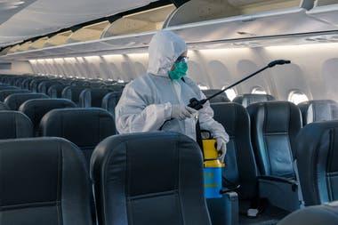 Los protocolos incluyen la implementación de un sistema de eliminación del virus de superficies