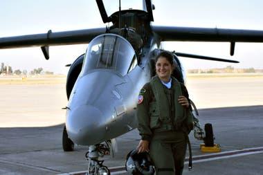 Sofía viene de una familia con tres generaciones de aviadores. Estudió en la Escuela de Aviación Militar en Córdoba