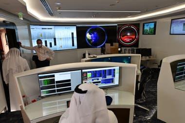 La sala de control de la Misión de Marte en el Centro Espacial Mohammed Bin Rashid (MBRSC), en Dubai