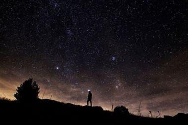 Se recomienda encontrar un lugar alejado de las luces citadinas para poder observar el desfile cósmico de estrellas fugaces