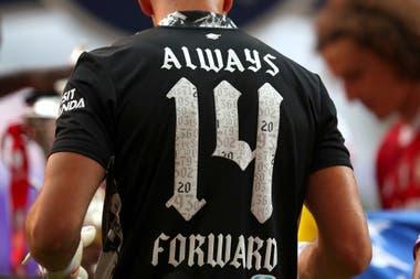 La camiseta que lució Martínez después de la final: Arsenal ganó la FA Cup 14 veces