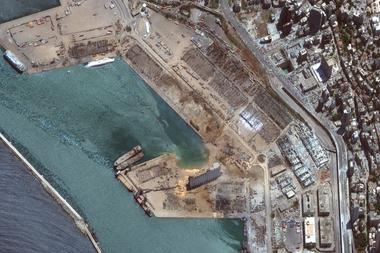 Esta imagen satelital obtenida por cortesía de Maxar Technologies el 5 de agosto de 2020 muestra una visión general del puerto después de la explosión en Beirut