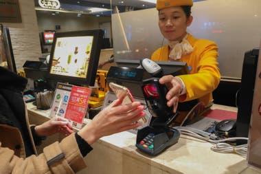 Servicios como WeChat o Alipay son las billeteras electrónicas más populares, y hacen que los mensajeros instantáneos sean más atractivos, en detrimento de herramientas como el correo electrónico