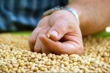 Por el impacto de la soja, la recaudación por retenciones del Estado crecería en US$1000 millones