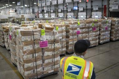Un centro de procesamiento y distribución del Servicio Postal de EE.UU. (USPS) en Portland, Oregon, el 14 de octubre pasado