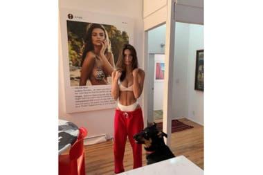 Uno de los cuadros de arte de su casa, es una postal de su Instagram que utilizó el artista Richard Prince para una colección