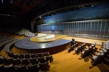 Sala Casacuberta del Teatro San Martin, la escenografía de Happyland que quedó detenida en el tiempo desde la noche del 11 de marzo