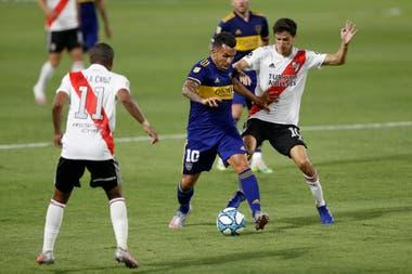 Carlos Tevez terminó siendo fundamental para que Boca rescatara un punto que le sienta mejor que a River.