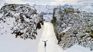 Cerro Castor abrirá 14 kilómetros de pistas pisadas y se brindará servicio de estacionamiento, alquiler de equipo de esquí alpino, esquí de fondo, snowboard y patinaje sobre hielo