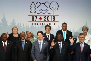Macri, a la derecha, entre líderes del G7; en el centro, el anfitrión Justin Trudeau, primer ministro de Canadá
