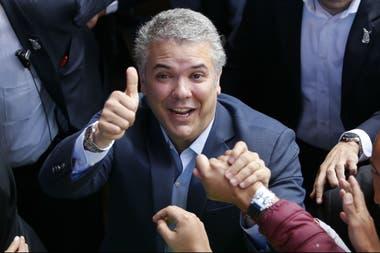El candidato uribista obtuvo el 54% de los votos en el ballotage y venció al izquierdista Gustavo Petro